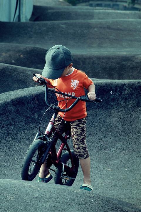 dziecko rowerek