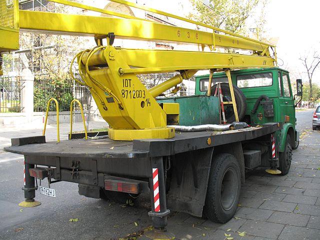 Zatrudnianie pracowników zagranicznych do obsługi ciężkiego sprzętu.