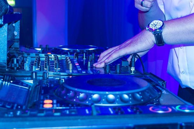 Czy dj na wesele znajdzie coś przydatnego w banku muzyki?