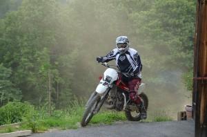 motocyklista podczas jazdy