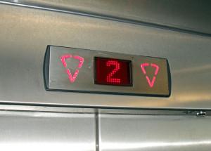 wskaźnik pięter w windzie kuchennej
