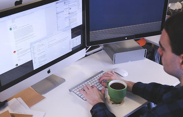 Czy opłaca się firmie czyszczącej kotły korzystać z wirtualnego biura?