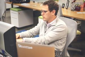 pracownik wirtualnego biura