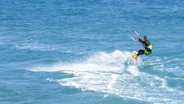 Read more about the article Udane wakacje nad morzem czyli obozy kitesurfingowe