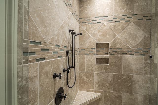 Kabiny prysznicowe i inne elementy wystroju, o które warto zadbać