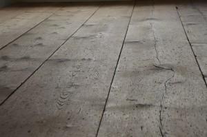 podłoga przed cyklinowaniem