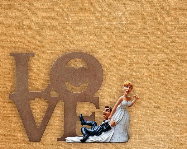 Napis LOVE w prezencie