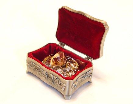 złoty pierścionek z bursztynem cena