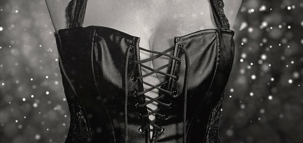 czarna seksowna bielizna erotyczna