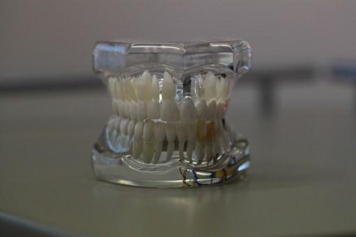 Idealne sztuczne zęby