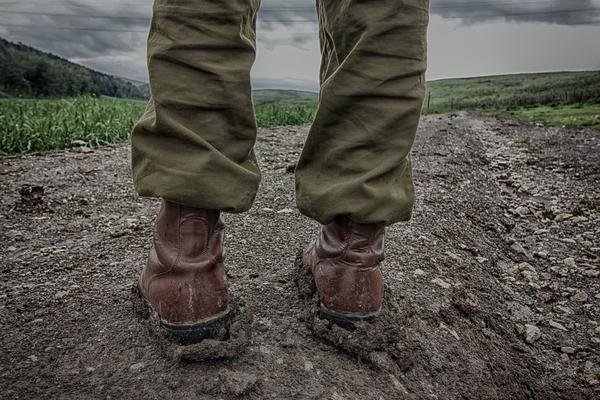 Ciężkie buty typu wojskowego