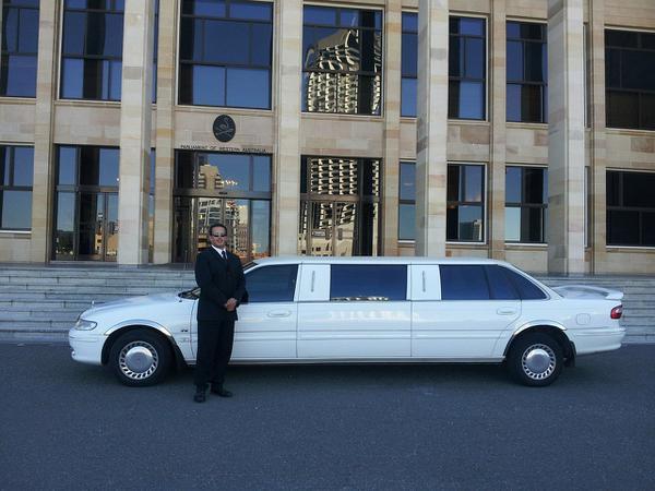 Nowoczesny samochód na ślub