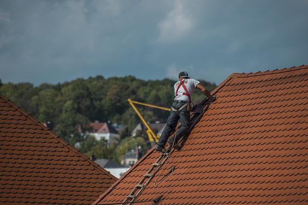Usługa malowania pokrycia dachowego